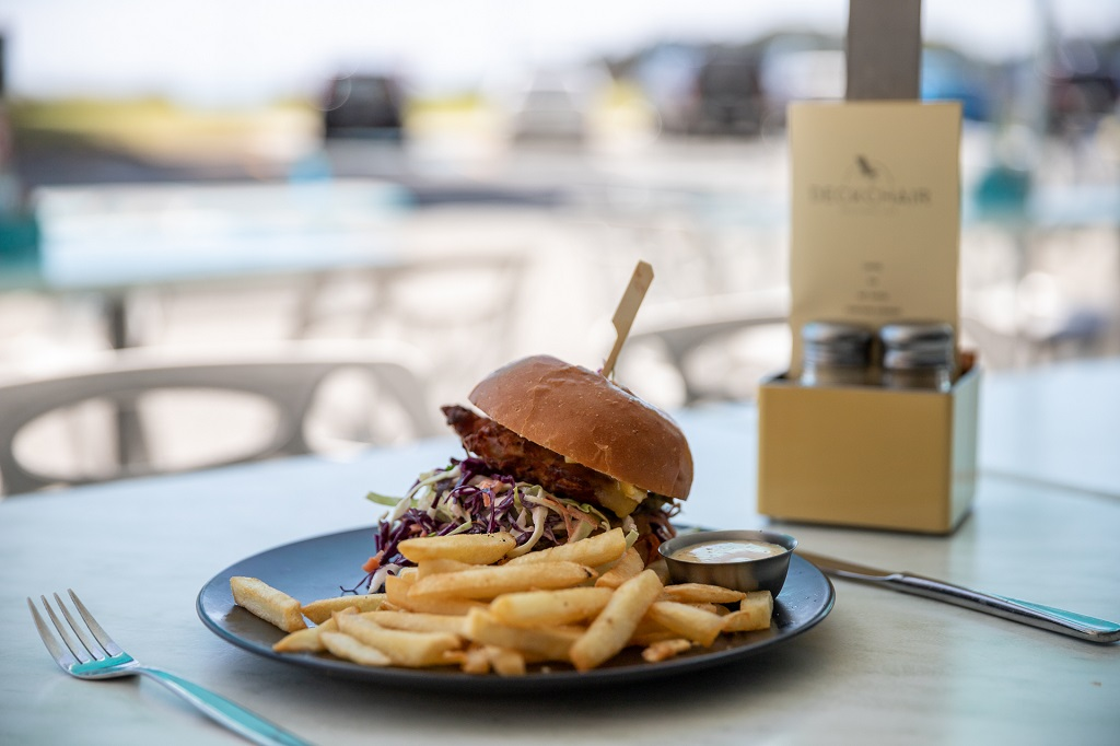 burgers on the beach by deck chair cafe mount maunganui